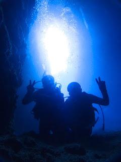 青の洞窟でハイチーズ