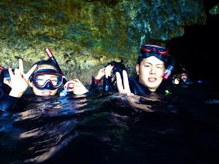 シュノーケリングツアーは、水面から青の洞窟を楽しんで頂きます!!